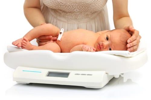 Consulta de amamentação para entender o peso do bebê
